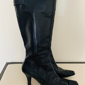 Woman's tall boot